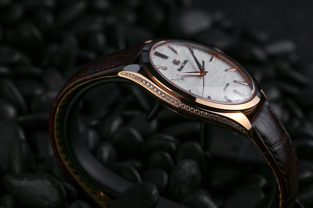 The case diamonds of Grand Seiko SBGY008
